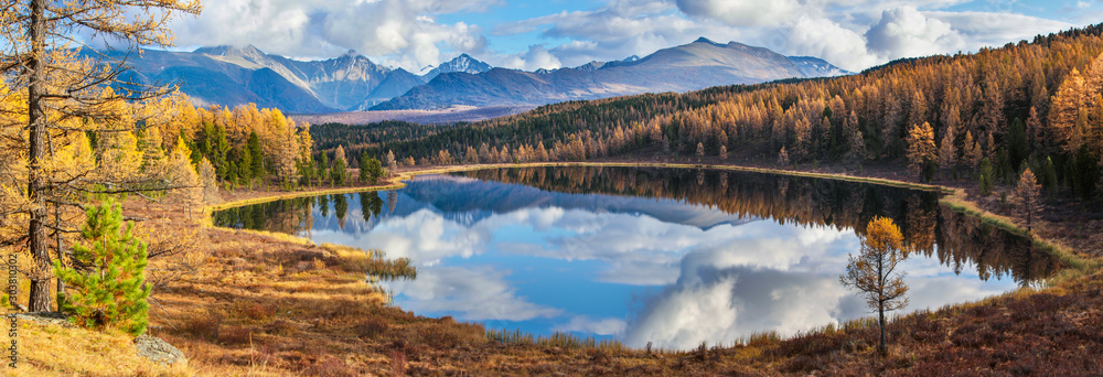 Fototapety, obrazy: Panoramic view of the forest lake, Altai, Siberia. Bright autumn day. Taiga, beautiful sky and reflection in the water.