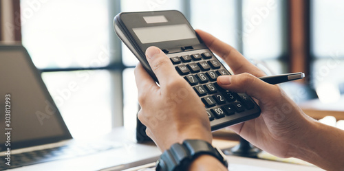 Cuadros en Lienzo  Close up man hands using calculator calculate about cost at home office