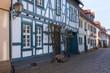 Kleine schmale Gasse mit Fachwerkhäusern in Idstein/Deutschland
