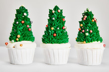 Delicious Christmas Tree Cupca...