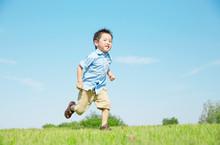 走る男の子