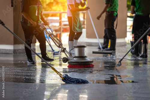 Cuadros en Lienzo The workers cleaning floor exterior walkway using polishing machine and chemical