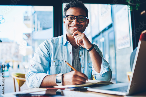 Half length portrait of mature handsome employee in trendy eyeglasses planning working process while sitting in coffee shop Canvas-taulu