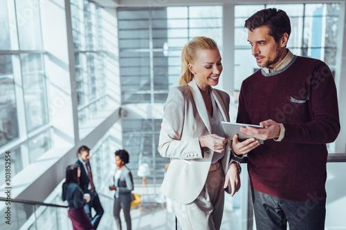 Fotomural  Modern businesspeople