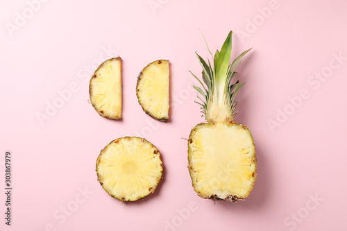 Fotomural  Flat lay with pineapple on pink background, space for text