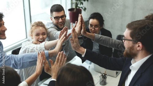 Fotografía  Motivated business team giving group high five