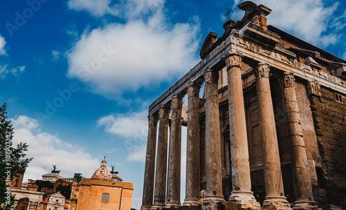 architecture building columns - 303903382