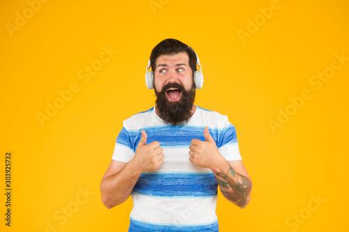 Fotografía  happy bearded meloman headphones