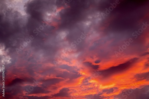 Foto auf Leinwand Hochrote dramatic sunset sky with storm clouds