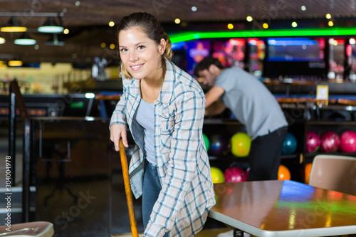 Slika na platnu portrait of woman cleaning leisure venue