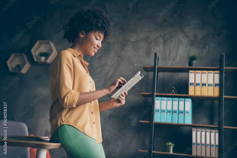 Fototapety, obrazy: Profile side photo of smart cool afro american real estate agent work tablet read startup news chatting with company colleagues in loft office