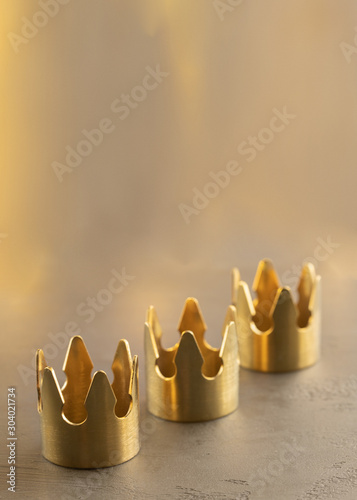 Fotomural Three gold crowns on black background, symbol of Tres Reyes Magos  ( Three Wise Men) who come bringing gifts for the kids on Epiphany or Dia de Reyes Magos