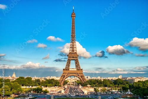 Poster de jardin Paris Eiffel Tower during a Sunny Day, Paris