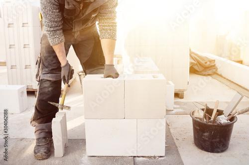 Cuadros en Lienzo Hausbau Maurer bei der Arbeit