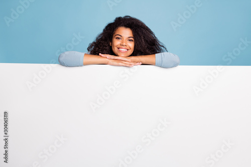 Fotografía  Photo of white, positive nice pretty sweet girlfriend leaning on to white blank