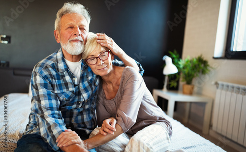 Photo Cheerful senior couple enjoying life and spending time together
