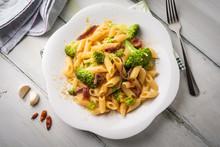 Penne Con Broccoli, Acciughe E Peperoncino Rosso