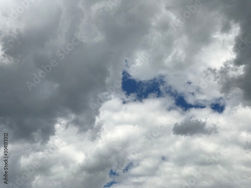 Photo  Picturesque white and grey cumulus cloud formation in Serbia