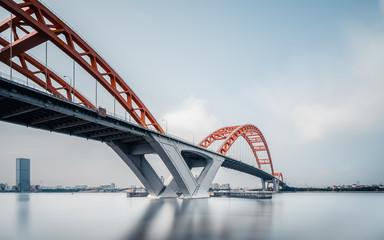 Ovješeni željezni lančani most na plavom nebu, Guangzhou Kina