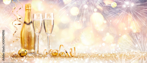 Foto auf Leinwand Alkohol New Year Celebration With Champagne And Fireworks - Golden Abstract Background