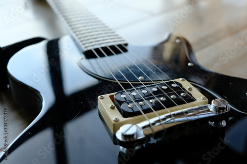 Obraz electric guitar bridge closeup - fototapety do salonu