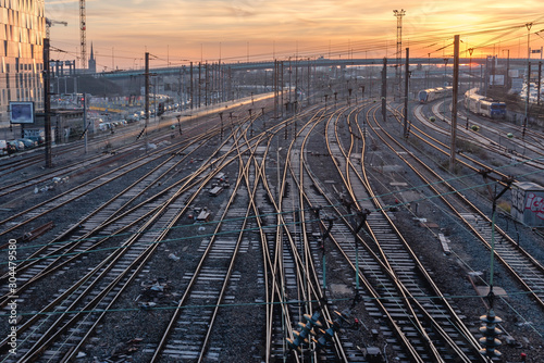 Foto complexe railway station at sunrise