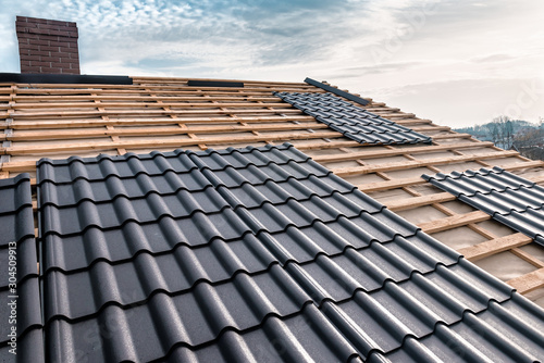 Carta da parati metal tile on the roof