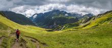 Panorama Montagne Et Randonneur