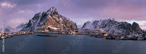 Foto op Canvas Noord Europa Reine at sunrise