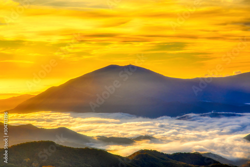 Spoed Fotobehang Meloen Amazing Sunrise Over Misty Landscape.