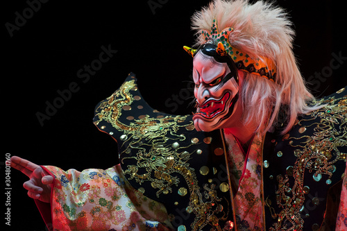 Pinturas sobre lienzo  Japanese demon with traditional allegorical mask, during a ritual dance