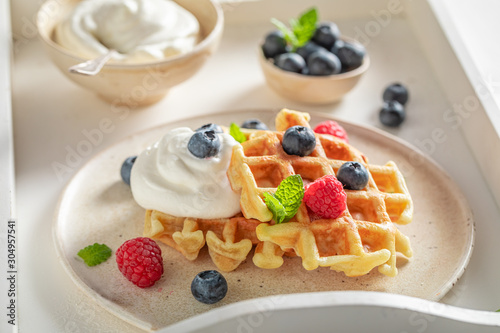 Fotografía Homemade waffles with berries and whipped cream
