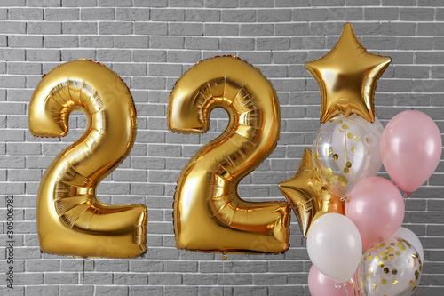 Tela  Figure 22 and different balloons on brick background