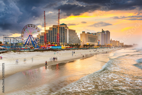 Foto Daytona Beach, Florida, USA beachfront skyline.