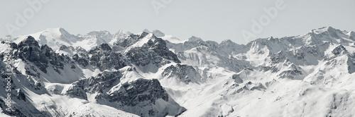 Blick von der Axamer Lizum in Tirol auf die schneebedeckten Berge und Gipfel Wallpaper Mural