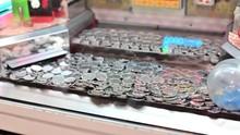 4K Old Fashioned Arcade Money Pushing Machine