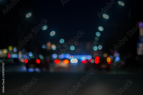 Fotomural defocused view from the car window with blurry lighting of city traffic on the c