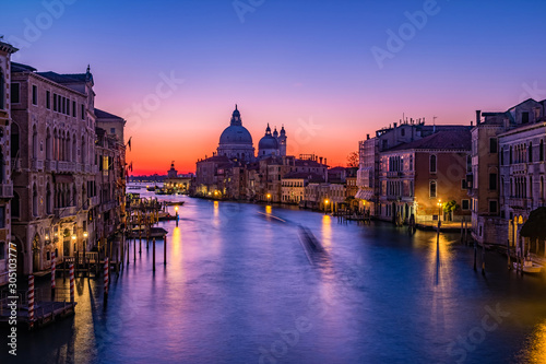 Türaufkleber Schiff Sunrise in Venice. View from the Ponte dell Accademia to the Grand Canal