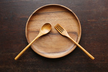 木製の食器と食事の風...