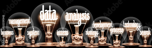 Fotografia Light Bulbs with Data Analysis Concept