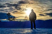 長野県 美ヶ原 厳冬期の冬山とシルエット