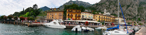Montage in der Fensternische Barcelona The lovely town of Limone on Lake Garda in Northern Italy