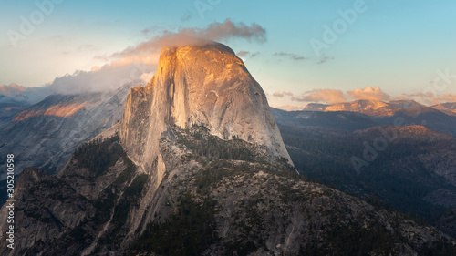 Photo Half Dome at sunset from Glacier Point in Yosemite National Park, California, US