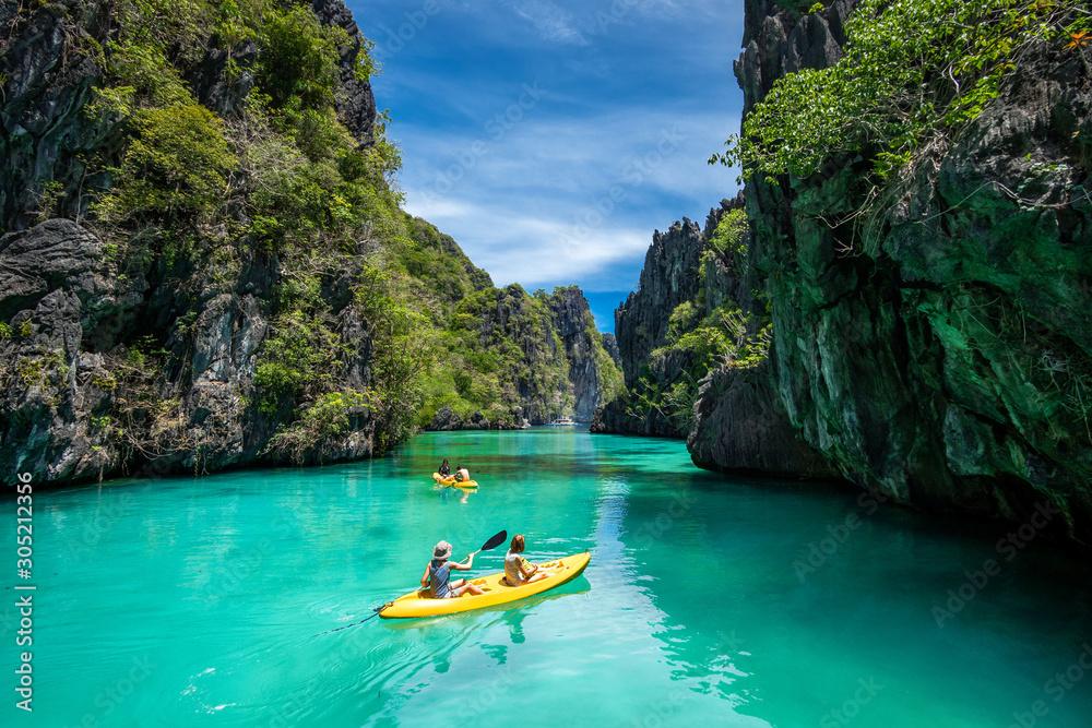 Fototapeta Palawan, Philippines, Tourists Kayaking and Exploring the Natural Sights Around El Nido