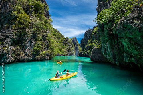 Fototapeta Palawan, Philippines, Tourists Kayaking and Exploring the Natural Sights Around El Nido obraz