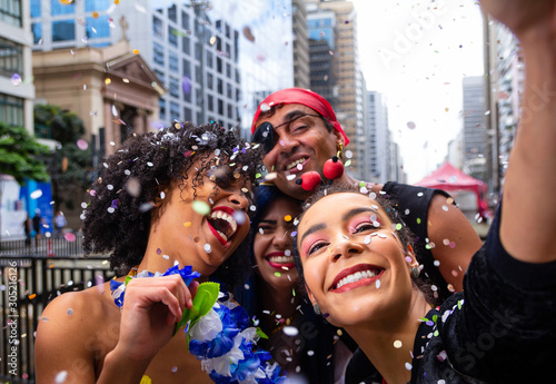Girls taking selfie at street party parade, brazilian carnaval Obraz na płótnie