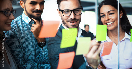 Fototapety, obrazy: Businesswoman using sticky notes at office to plan project
