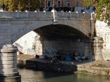 Roma - Accampamento Sotto Il Ponte Mazzini