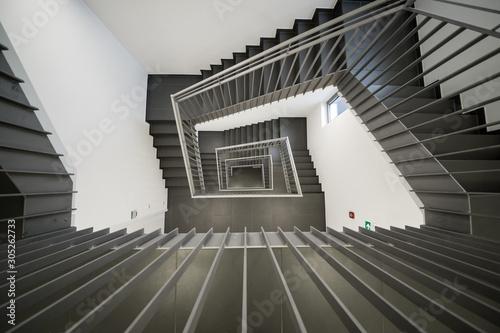 klatka-schodowa-w-srodku