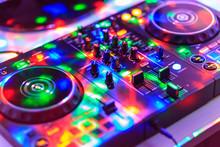 Dj Consolle, Audio Mixer, Con Luci Colorate Da Discoteca